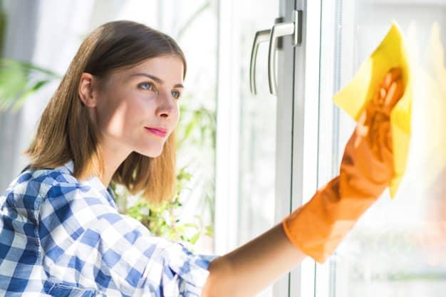 ניקוי חלונות לפסח - אחת המטלות הקשות ביותר