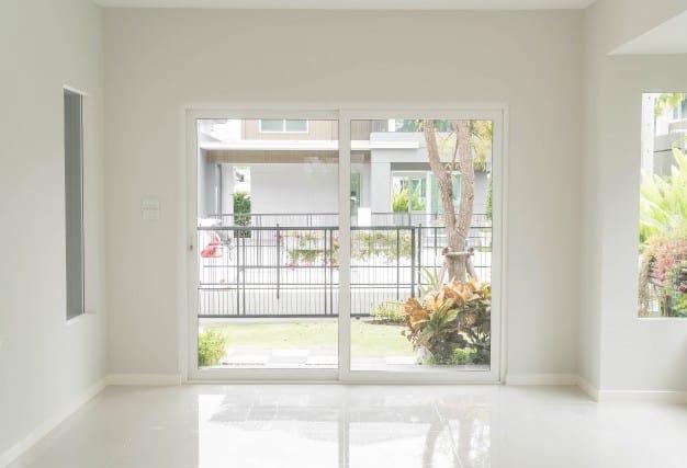ניקוי חלונות לבתי קרקע בלי להתאמץ