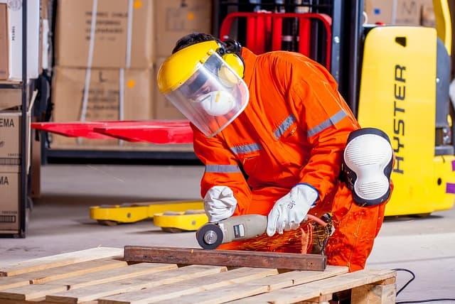 בגדי בטיחות בעבודה