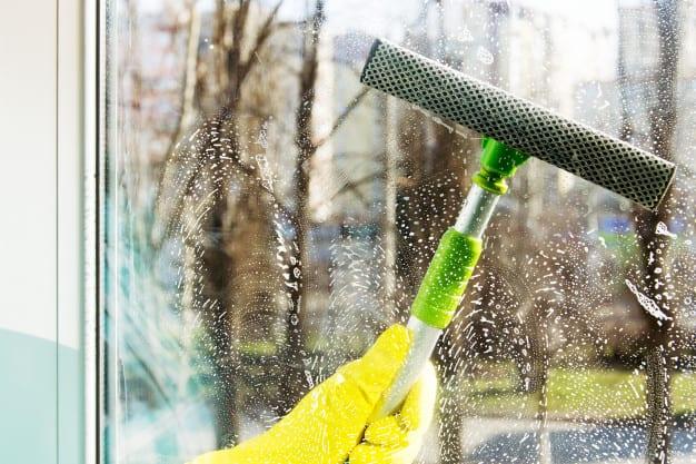 איך מומלץ לנקות חלונות?