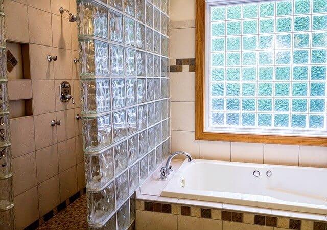 איך מטפלים בחדרים רטובים?