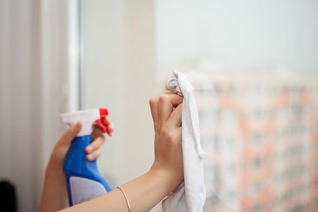 איך לנקות חלונות כמו מקצוען